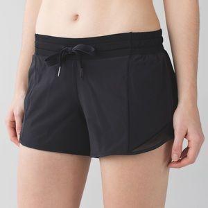 LIKE NEW Lululemon Hotty Hot Short in Black